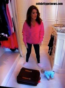 Photo of Lisa Vanderpump Giggy Blue Packing for Colorado CPN