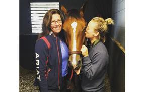 Kaley-Cuoco-Horse.lg